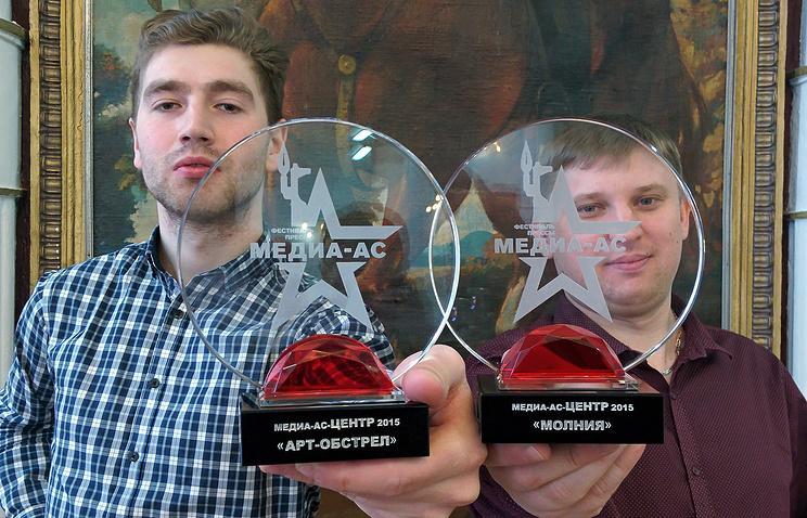 Старший фотокорреспондент Донат Сорокин и корреспондент Уральского информационного центра ТАСС Виталий Халевин (слева направо)