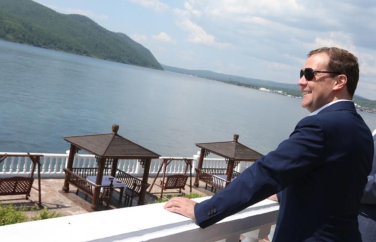 Премьер-министр Дмитрий Медведе во время рабочей поездки на Байкал. 2013 г.