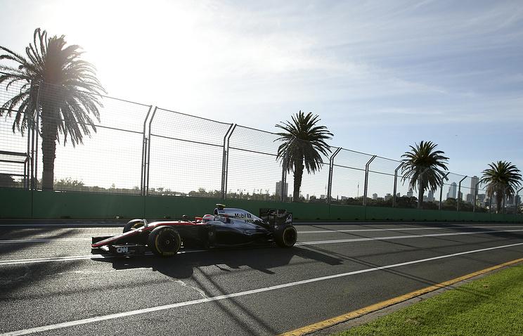 Дженсон Баттон во время практики на Гран-при Австралии