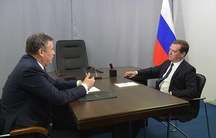 Премьер-министр РФ Дмитрий Медведев и губернатор Ленинградской области Александр Дрозденко