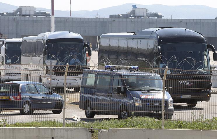 Автобусы с родственниками погибших в аэропорту Марселя