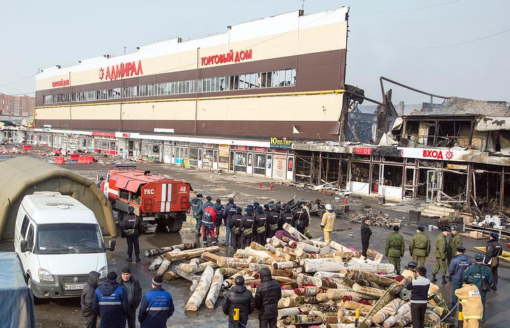 """Во время разбора завалов после пожара в торговом центре """"Адмирал"""""""