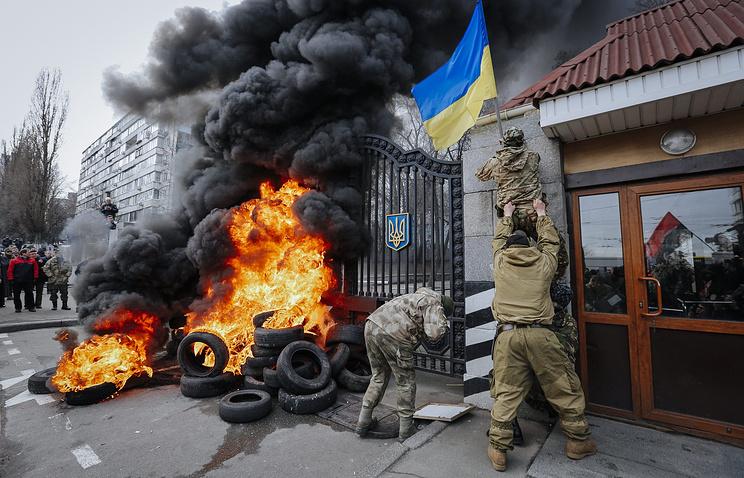 """Бойцы добровольческого батальона """"Айдар"""" во время акции протеста перед Министерством обороны Украины, 2 февраля 2015 года"""