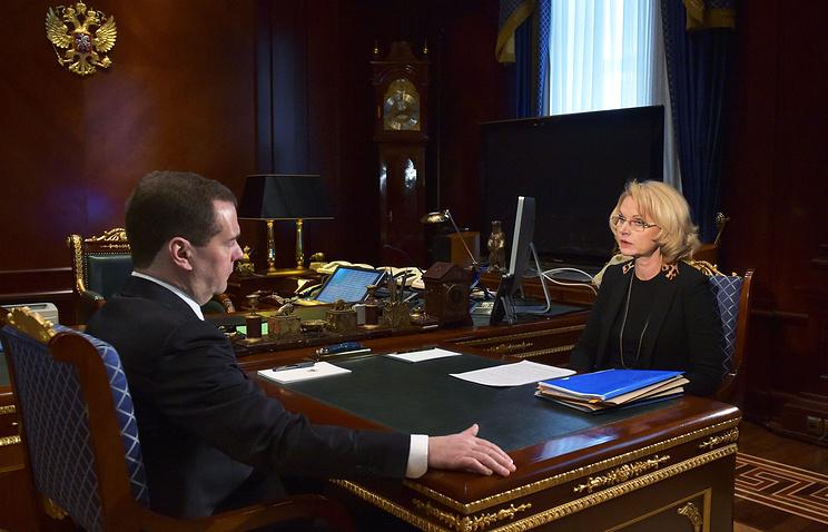 Премьер-министр России Дмитрий Медведев и председатель Счетной палаты РФ Татьяна Голикова