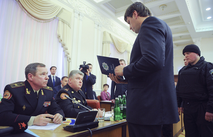 Бывший заместитель главы Государственной службы Украины по чрезвычайным ситуациям (ГСЧС) Василий Стоецкий (слева)