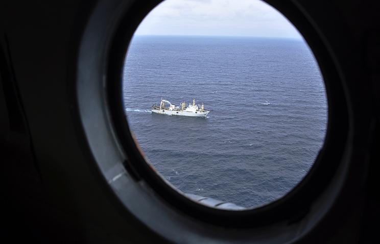 """Спасательная операция на месте крушения БАТМ """"Дальний Восток"""" в акватории Охотского моря"""