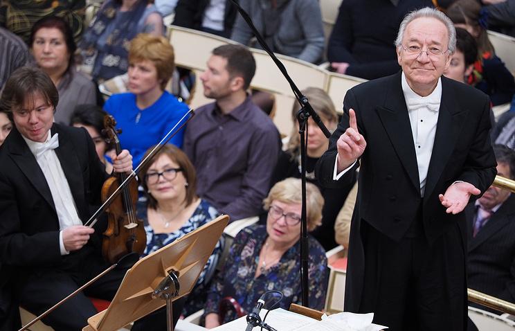 Юрий Темирканов (справа) во время концерта