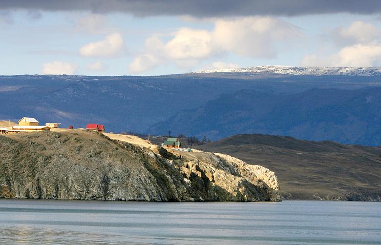 Вид на поселок Маломорский острова Ольхон на озере Байкал