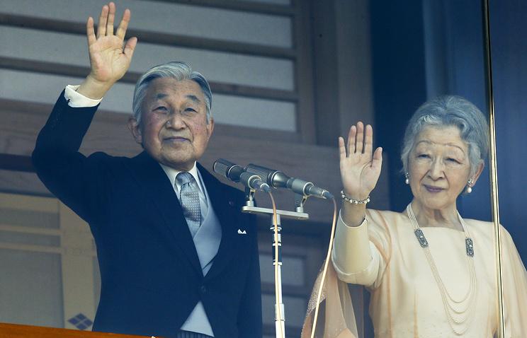 Император Акихито и его супруга Митико