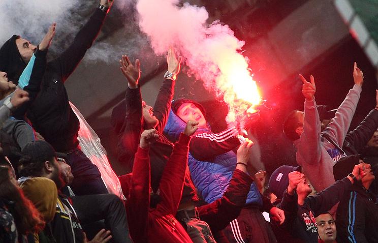 Болельщики сборной Черногории во время матча против команды России