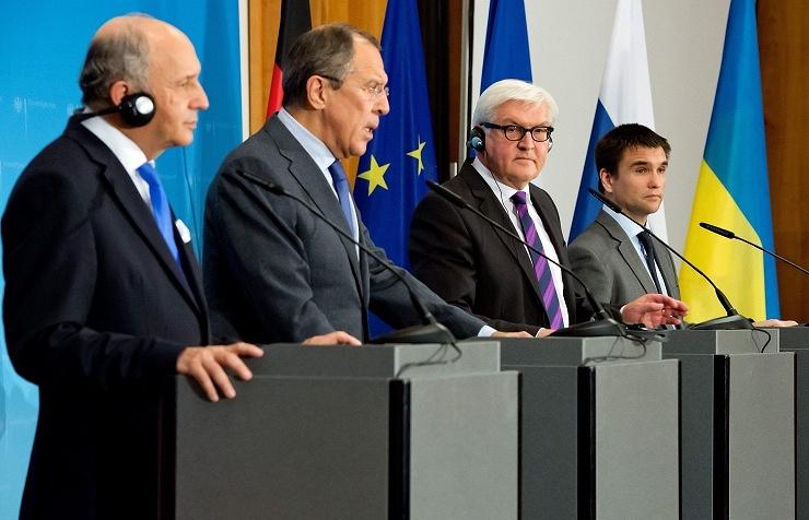 Главы МИД Франции, России, Германии и Украины Лоран Фабиус, Сергей Лавров, Франк-Вальтер Штайнмайер и Павел Климкин (слева направо)