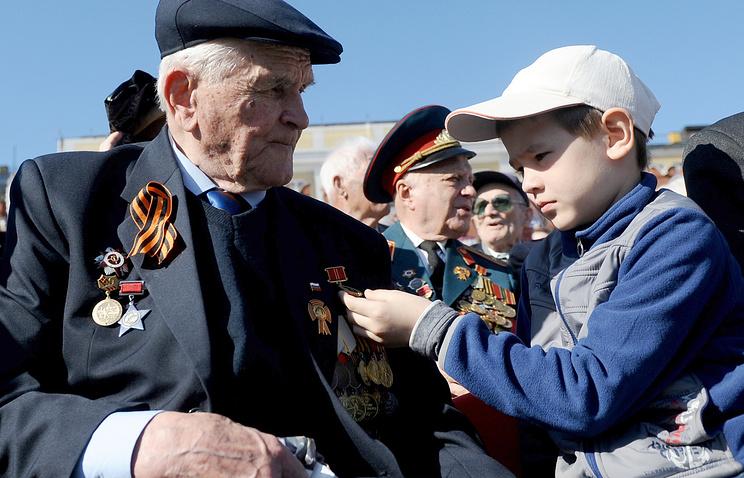Ветеран во время празднования Дня Победы