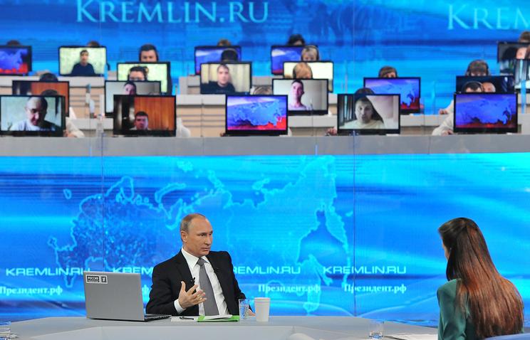 """Президент РФ Владимир Путин во время """"Прямой линии"""""""