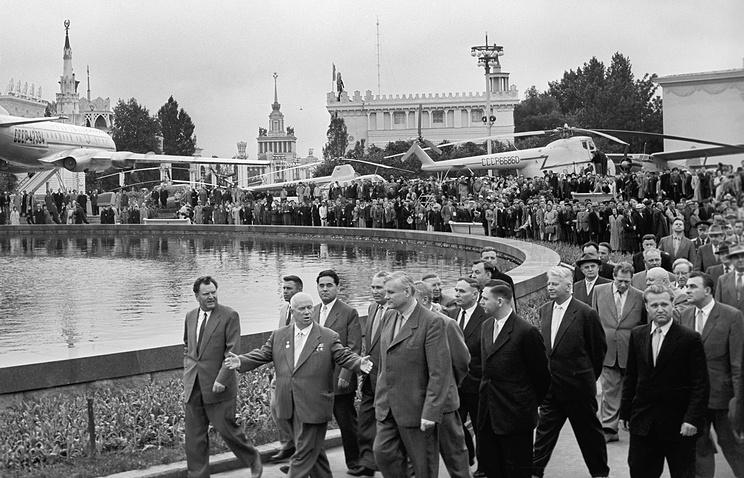 1959 год. 1-й секретарь ЦК КПСС Никита Хрущев на открытии ВДНХ.