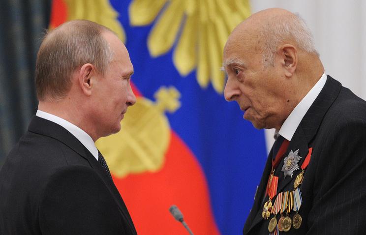 Президент России Владимир Путин и актер Владимир Этуш (слева направо)