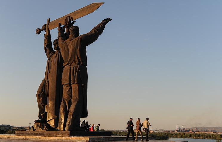 """Монумент """"Тыл - фронту"""" в Магнитогорске"""