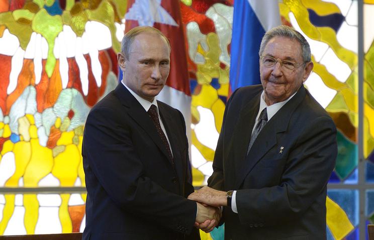 Президент России Владимир Путин и председатель Государственного совета Республики Куба Рауль Кастро Рус