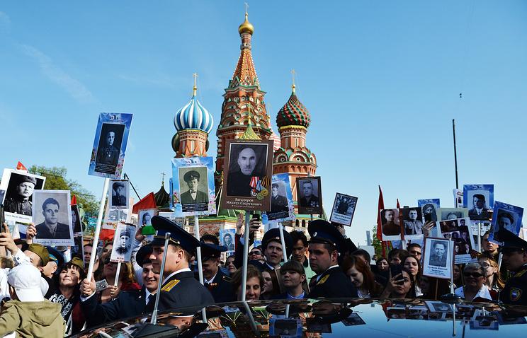"""Участники акции памяти """"Бессмертный полк"""" в Москве"""