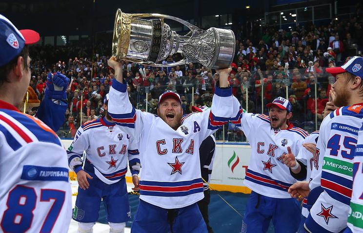 Хоккеисты СКА после победы в финале Кубка Гагарина