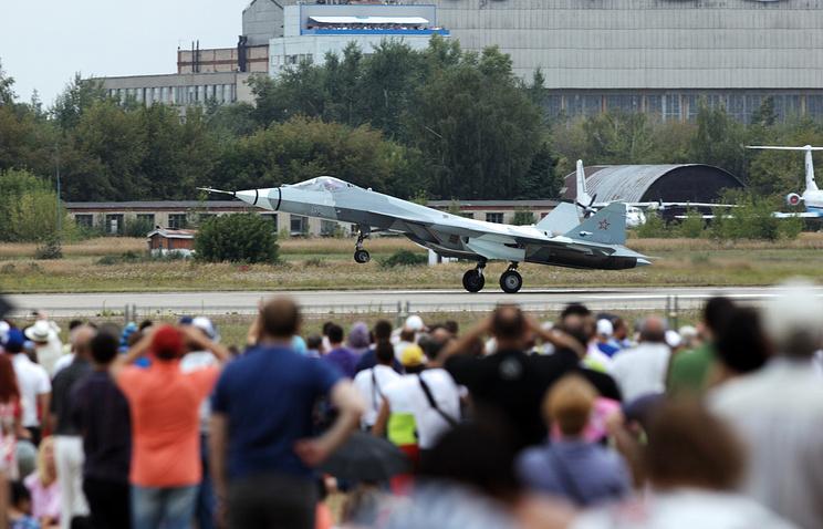 Истребитель ПАК ФА на церемонии открытия авиационного праздника, посвященного 100-летию создания ВВС России, в Жуковском