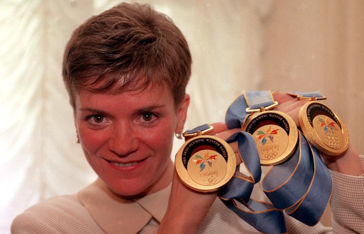 Лариса Лазутина с медалями Олимпиады-1998