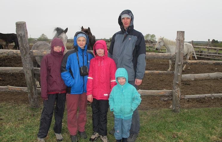 Яна и Георгий Буторины с дочерьми Анной, Татьяной и Екатериной