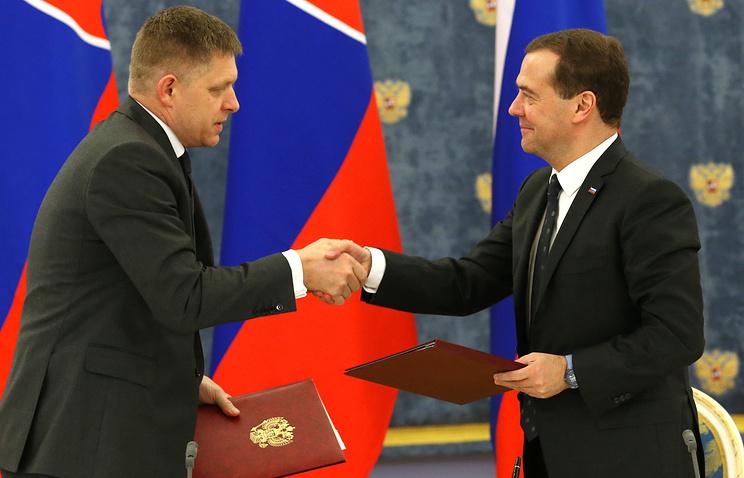 Премьер-министр Словакии Роберт Фицо и премьер-министр РФ Дмитрий Медведев