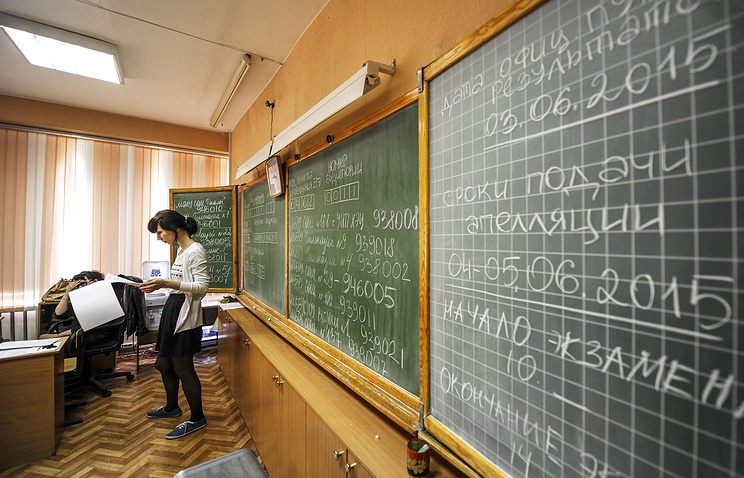 Во время проведения ЕГЭ по литературе в экономическом лицее. Новосибирск, 2015 год.