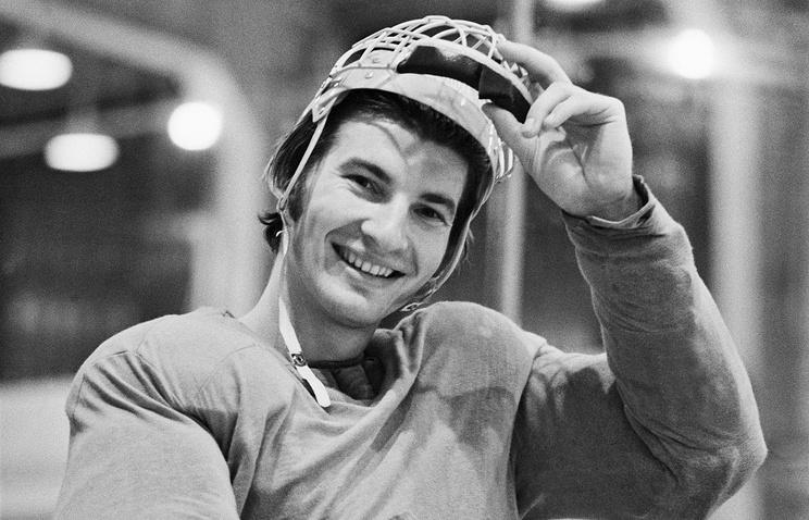 Вратарь команды ЦСКА и сборной СССР по хоккею с шайбой Владислав Третьяк. 1974 год