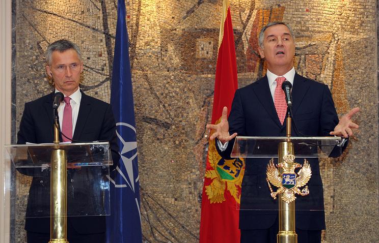 Генеральный секретарь НАТО Йенс Столтенберг и премьер-министр Черногории Мило Джуканович