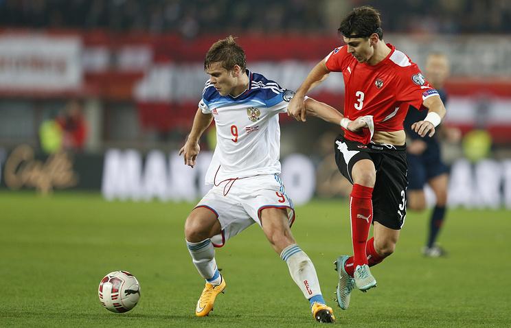 Эпизод из матча между сборными Австрии и России в рамках отбора на Евро-2016