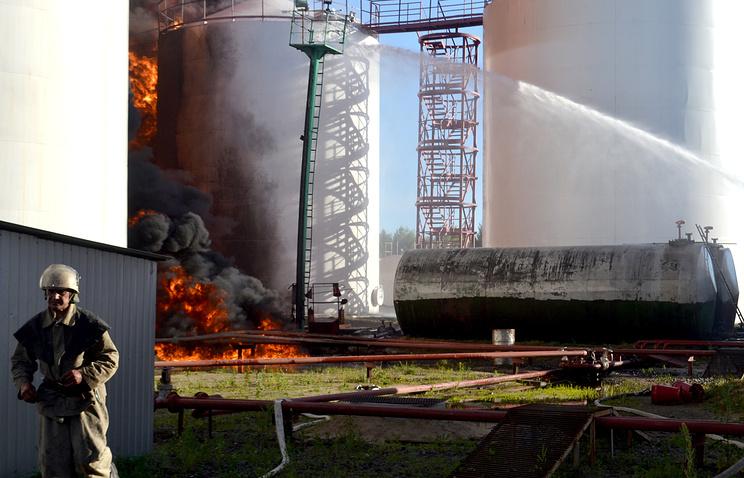 Во время тушения пожара на  нефтебазе в Васильковском районе, 9 июня 2015 года
