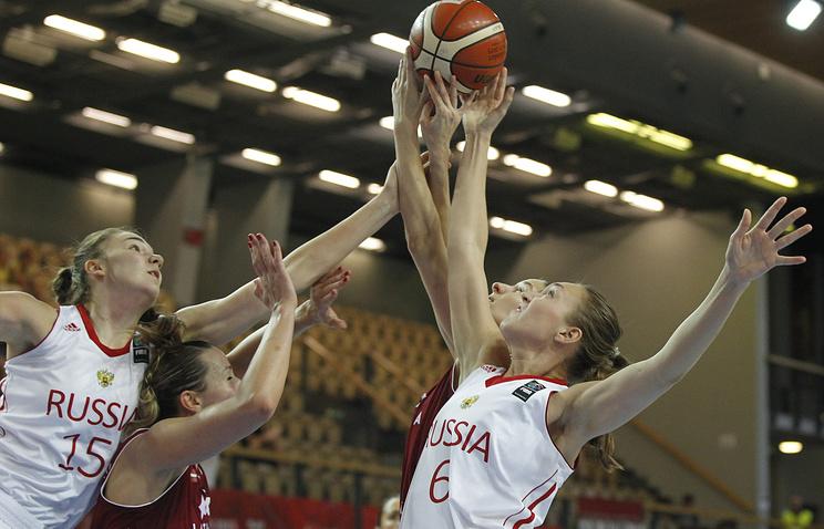 Эпизод из матча между женскими сборными России и Латвии по баскетболу