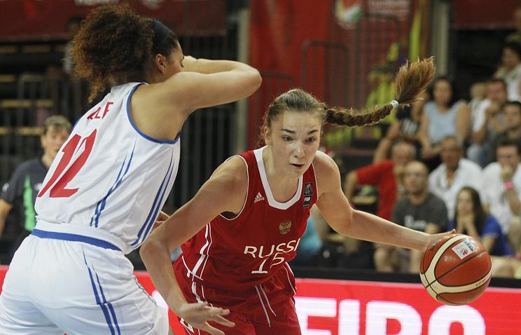 Эпизод из матча между женскими сборными России и Великобритании по баскетболу