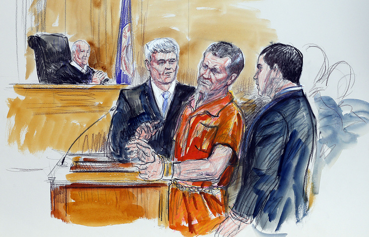 Ирек Хамидуллин (в центре) в зале суда