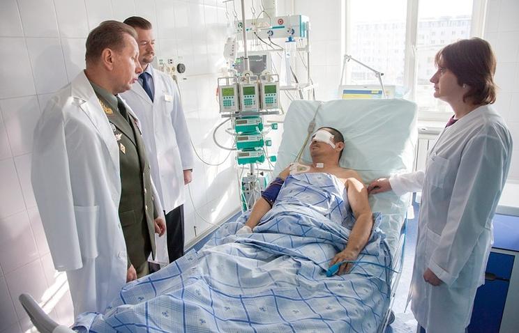 Полковник Серик Султангабиев в госпитале в Москве. Октябрь 2014 года
