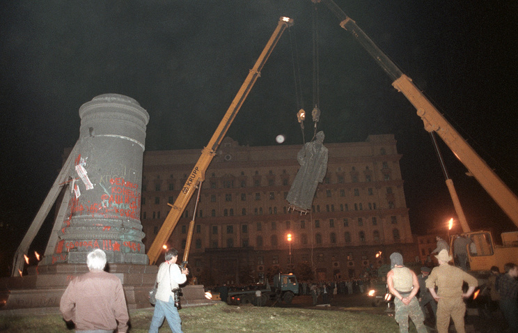 Демонтаж памятника Дзержинскому в Москве, 1991 год