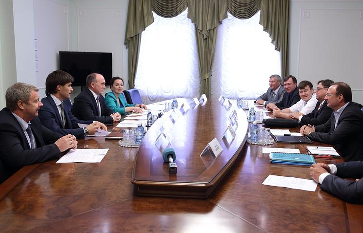 Губернатор Челябинской области Борис Дубровский (третий слева) во время встречи с предпринимателями из Германии