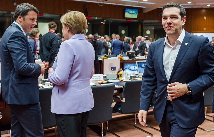 Премьер-министр Италии Маттео Ренци, канцлер Германии Ангела Меркель и премьер-министр Греции Алексис Ципрас