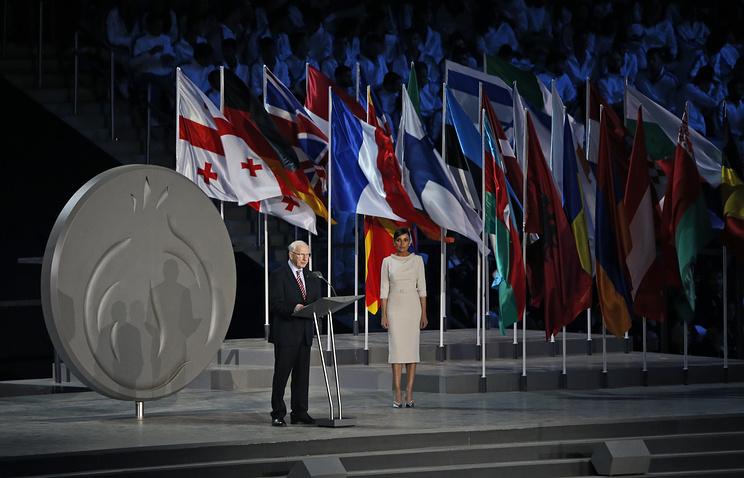 Президент Европейского олимпийского комитета Патрик Хикки и Мехрибан Алиева на церемонии открытия I Европейских игр