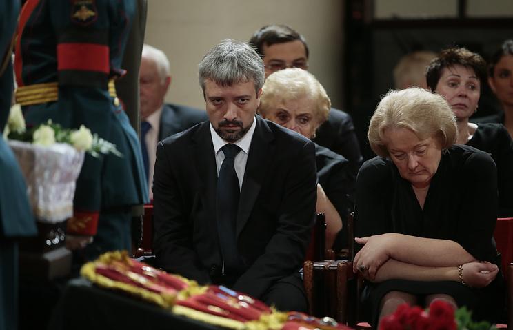 Внук Евгения Примакова, тележурналист Евгений Сандро и вдова Ирина Примакова