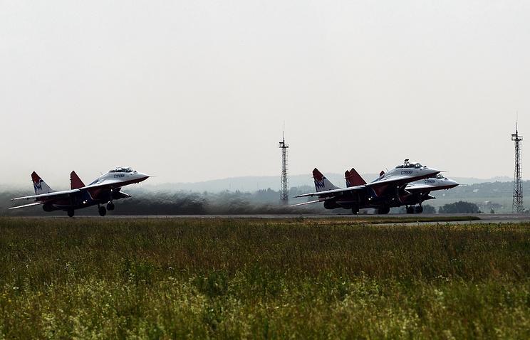 """Самолеты МиГ-29 пилотажной группы """"Стрижи"""""""