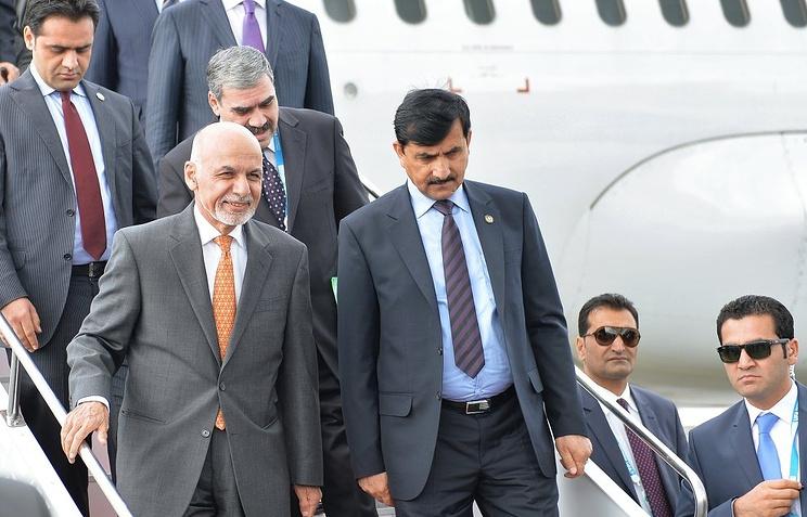 Президент Афганистана Ашраф Гани Ахмадзай (слева)