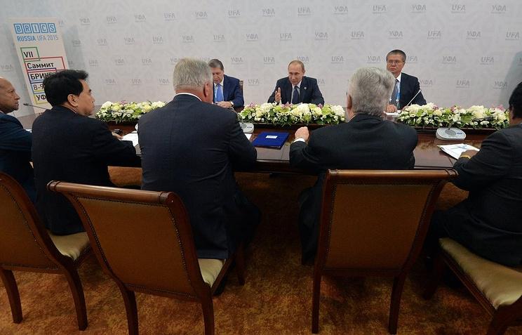 Владимир Путин на встрече с представителями профсоюзных объединений стран БРИКС