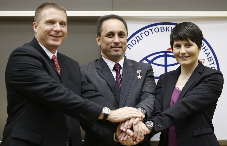 Астронавт NASA Терри Вертс, российский космонавт Антон Шкаплеров и астронавт ЕКА Саманта Кристофоретти