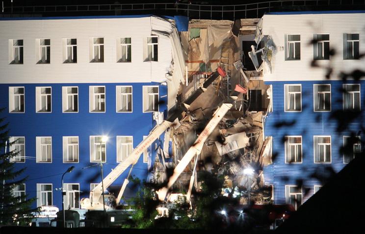 На месте обрушения здания учебного центра ВДВ в Омске