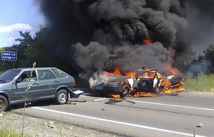 Автомобиль правоохранительных органов Украины после нападения