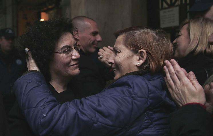 Надя Валавани (слева)