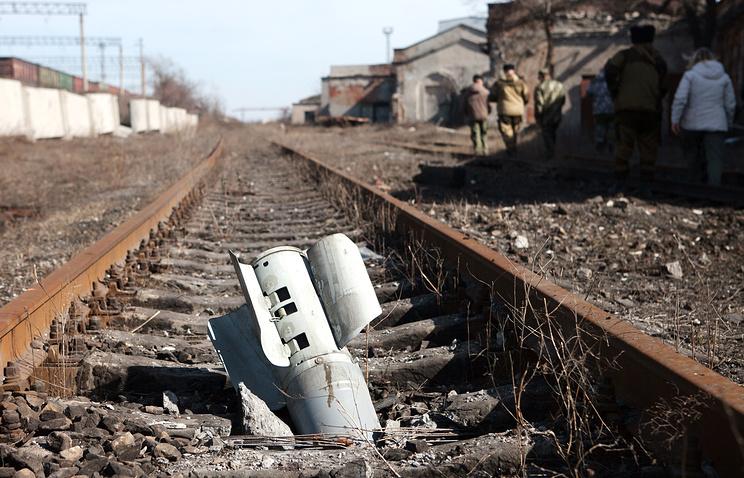 Локомотивное депо в Дебальцево, пострадавшее в результате обстрелов.12 марта