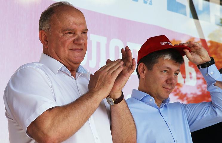 """Геннадий Зюганов (слева) на митинге, организованного КПРФ в рамках Всероссийской молодежной акции """"Антикапитализм-2015"""""""
